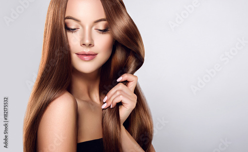 Plexiglas Kapsalon Beautiful brunette girl with long straight smooth hair . A woman with healthy straight hairstyle