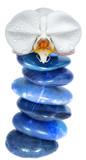 composition zen, empilement instable, orchidée blanche sur galets bleus - 182215926