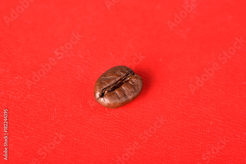 Papiers peints Café en grains Texture of grains of caffeine.Place for text.Roasted coffee beans.Advertising for coffee.Coffee beans on a red background.