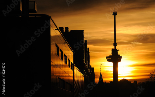 In de dag Rotterdam Euromast Sunset