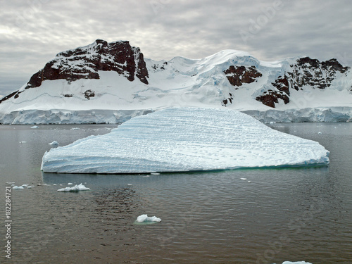 Plexiglas Antarctica View in the Antarctic summer of mountains and ice floes in the Bismarck Strait, Antarctic Peninsula