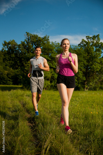 Fotobehang Hardlopen Active young couple running in the park