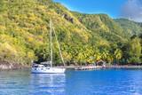 Anse noire, Martinique : Voilier ancré dans la baie - 182317107
