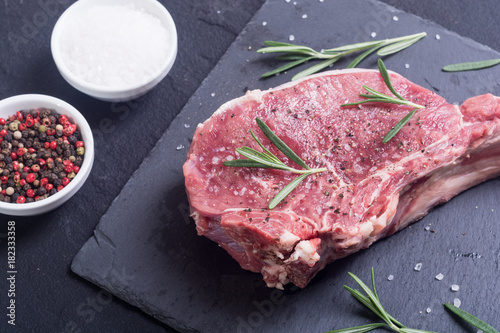 Foto op Canvas Steakhouse Raw entrecote steak
