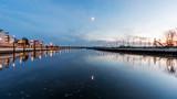 Abend am Fluss in Wedel - 182356907