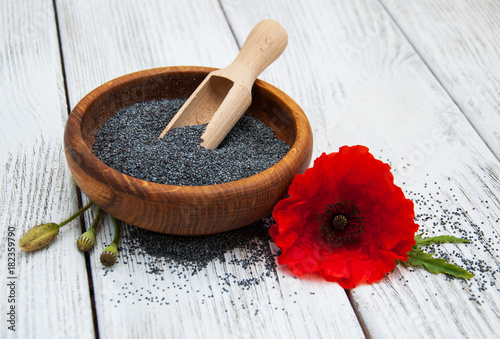 Fotobehang Klaprozen Bowl with poppy seeds