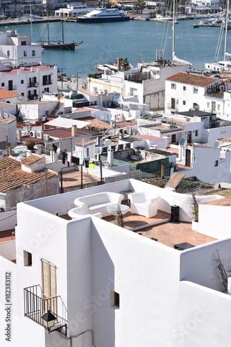 Ibiza-Stadt - Über den Dächern - Blick von der Oberstadt, Altstadt Dalt Vila auf den Hafen von Ibiza