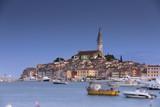 Die Altstadt von Rovinj in Kroatien zur Dämmerung - 182407353