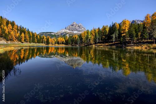 Fotobehang Natuur Lago di Antorno, Dolomites, Italy