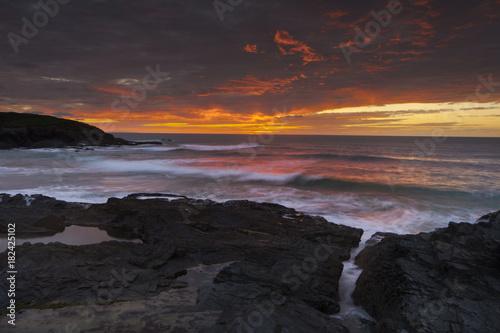 Deurstickers Zee zonsondergang Treyarnon point Cornwall