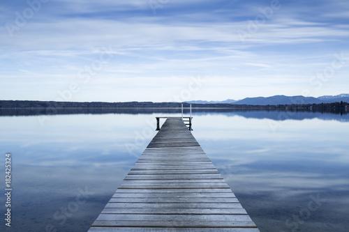 Sticker Bootsanleger am Starnberger See, Bayern, Langzeitbelichtung in schwarzweiß
