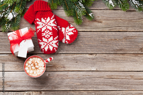 Foto op Canvas Chocolade Christmas fir tree, mittens, hot chocolate with marshmallow