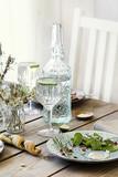 tavolo apparecchiato per un pranzo. Ambiente luminoso - 182435942