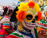 Fototapety Portrait of girl wearing colorful skull mask and paper flowers for Dia de Los Muertos/Day of the Dead celebration