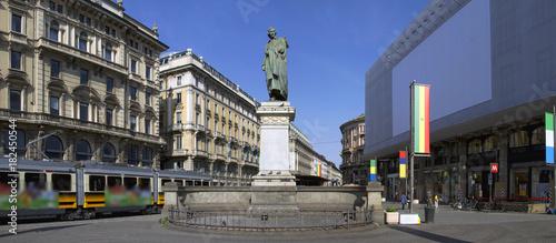 Foto op Plexiglas Milan Milano Piazza Cordusio con statua Lombardia Italia Europa