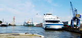 Werftindustrie in Bremerhaven, Schiffe im Kaiserhafen - 182474566