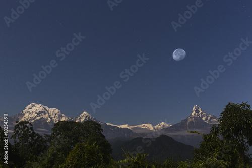 In de dag Nachtblauw Annapurna himalayan range