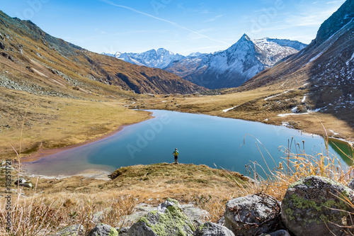Fotobehang Landschappen Beautiful autumn mountain landscape with lake