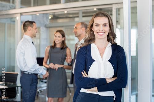 Keuken foto achterwand Hoogte schaal Happy business woman