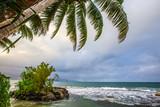 Longer la côte, Tahiti - 182558538