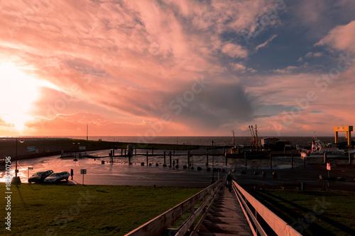 Aluminium Noordzee Sonnenuntergang bei Sturm und Gegenlicht