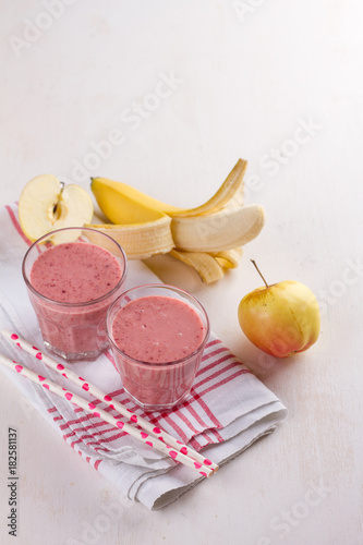 Foto op Plexiglas Milkshake Berries and banana smoothie (milkshake)