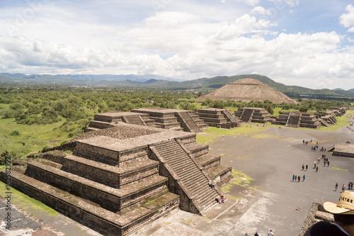 Tuinposter Wit teotihuacan pyramids