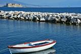 Napoli,  castel dell'Ovo, scogliera nel golfo