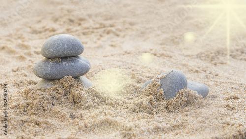 Staande foto Stenen in het Zand piedras en la arena de la playa