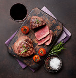 Grilled fillet steak with wine - 182592195