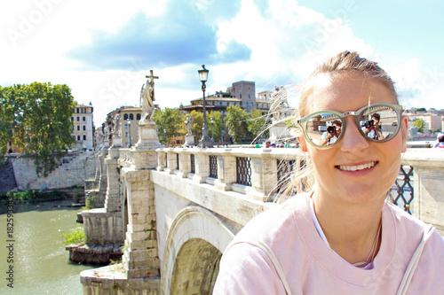 Tuinposter Rome Junge Frau in Rom