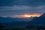Sonnenaufgang über den Bergen  - 182608726