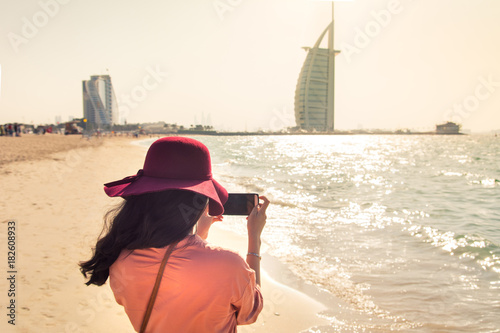 Deurstickers Dubai Girl taking picture at a famous beach in Dubai
