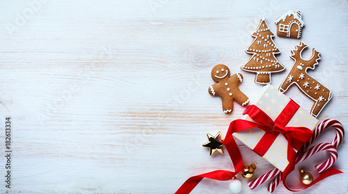 Fototapeta Christmas holidays ornament flat lay; Christmas card background