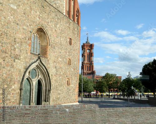 In de dag Berlijn berlin church and tower of town hall