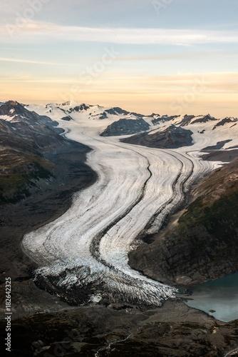 Fotobehang Grijze traf. Columbia Glacier in Alaska - aerial