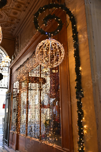 Guirlandes de Noël lumineuses à Paris, France