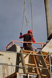 Livraison nacelle béton pour la constuction d'un immeuble - 182671361