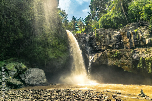 In de dag Bali bangli big and magical waterfall in bali. indonesia