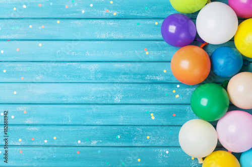 Foto Murales Balloons and confetti border. Birthday or party background. Festive greeting card.