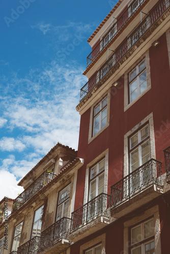 Foto op Canvas Smal steegje Beautiful narrow old street in Lisbon.