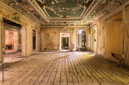 Fridge magnet Abandoned Villa in Decay