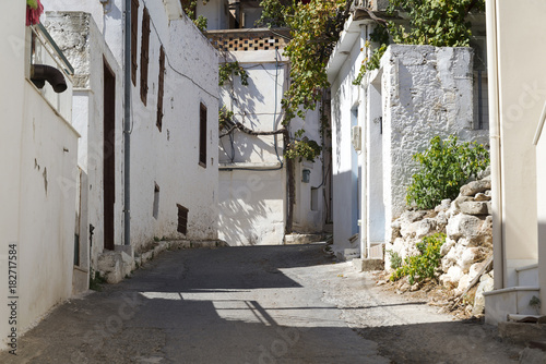 Plexiglas Smalle straatjes the narrow streets of a rural town on the island of Crete.