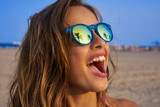 Brunette girl sunglasses with palm tree - 182718342