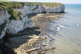 Flamborough, Yorkshire, UK. Chalk sea cliffs to the north of Flamborough Head. - 182718737