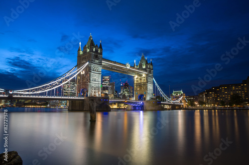 Foto op Canvas Londen Famous Tower Bridge in the evening with blue sky and reflex on water, London, England
