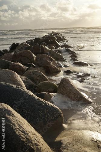Plexiglas Noordzee .......Dänemark, Nordsee, Wellenbrecher, Orkan, windig