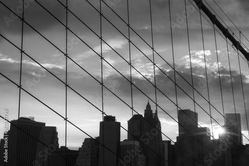 Foto op Plexiglas New York TAXI New York Manhattan Skyscraper on the Brooklyn bridge sunset
