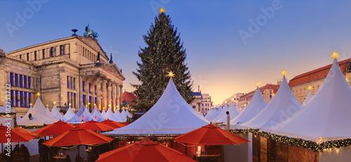 In de dag Berlijn Iluminated Christmas market Gandarmenmarkt in Berlin