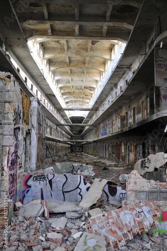 Fotobehang Oude verlaten gebouwen carcel de caramanchel antes de derruirla. Madrid. España